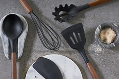 There are also tips for buying a cooking spatula. What are the advantages and disadvantages of different materials?